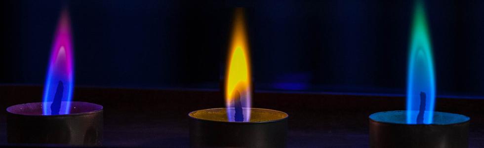 Gekleurde vlam theelicht